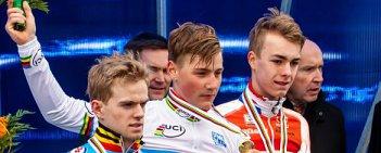 Duńczyk Simon Andreassen zdobył złoty medal w rywalizacji juniorów podczas Mistrzostw Świata w kolarstwie przełajowym w czeskim Taborze. Po srebrny medal sięgnął Belg Eli Iserbyt, a brąz zgarnął Holender Max Gulickx.