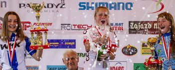 Patrycja Piotrowska KKW Superior Wałbrzych sięgnęła po mistrzostwo Polski juniorek. Kilka minut później na mecie zameldowała się wicemistrzyni Klaudia Czabok (WKK), a brąz wywalczyła Estera Siarka. Niestety z powodów bardzo złego samopoczucia z rywalizacji musiała zrezygnować Gabriela Wojtyła (Goodman Sokół Zator), która zeszła z trasy zdecydowanie prowadząc w wyścigu. Mamy nadzieję, że już z nią wszystko dobrze.