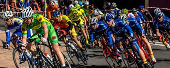 W Dzierżoniowie tuż przed oficjalnym rozpoczęciem każdego sezonu odbyły się pierwsze wyścigi szosowe w naszym kraju. Na początek prezentujemy młode kategorie.